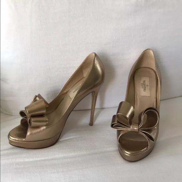 d275cf590d VALENTINO Bronze Gold Peep Toe Bow Heels 36.5. M_5b16e0329539f7ecf598fa0b